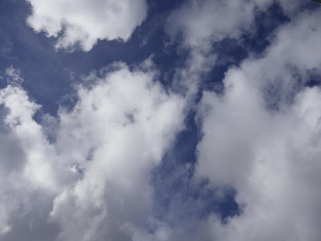 Widok z góry na niebo pełne chmur - dobre do wykorzystania