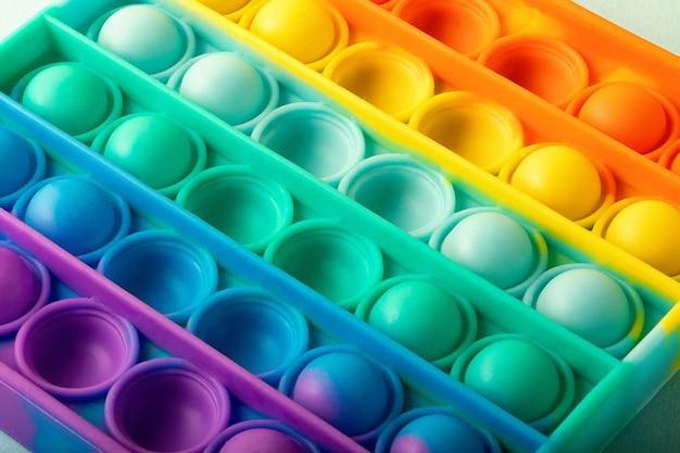 Widok z góry na nową zabawkę sensoryczną, która jest dobra do koncepcji łagodzącej stres