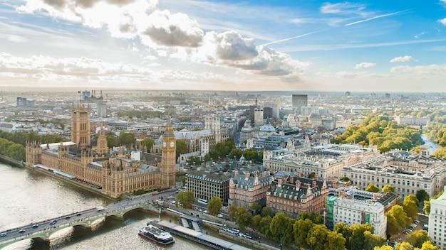 Widok z góry na panoramę londynu
