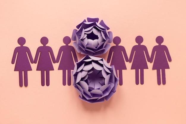 Widok z góry na papierowe kwiaty i kobiety na dzień kobiet