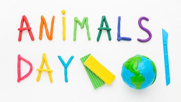 Widok z góry na planetę ziemię i kolorowe napisy na dzień zwierząt