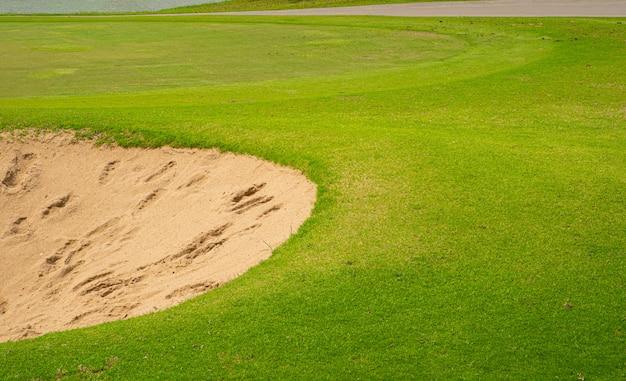 Widok z góry na pole golfowe