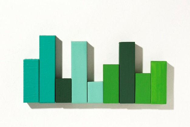 Widok z góry na prezentację statystyk z wykresem