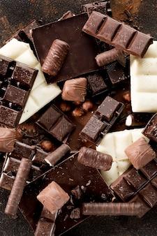 Widok z góry na pyszny asortyment czekolady