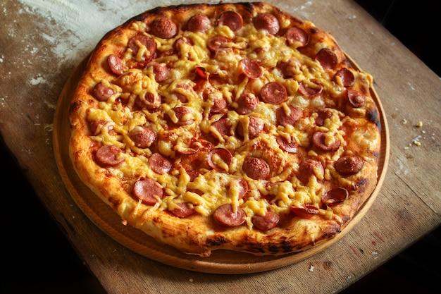 Widok z góry na smaczną pizzę