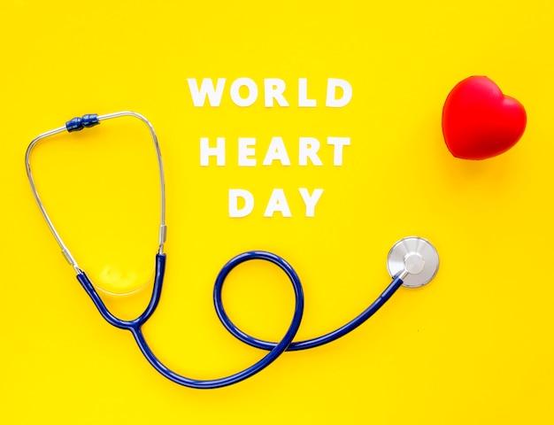 Widok z góry na stetoskop w kształcie serca