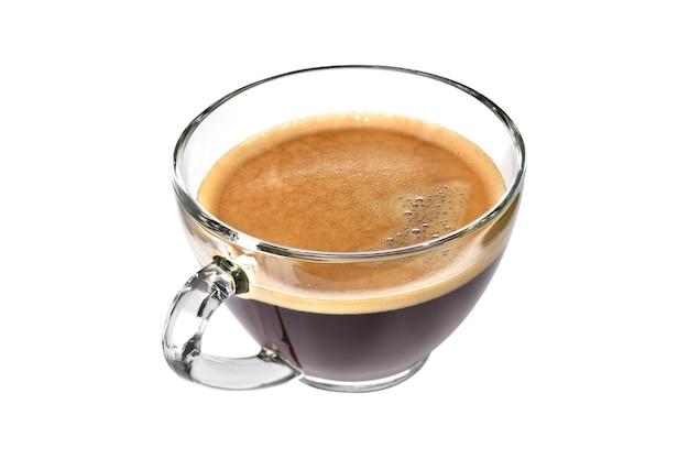 Widok z góry na szklaną filiżankę kawy espresso na białym tle