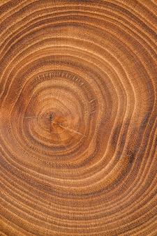 Widok z góry na tle drewna