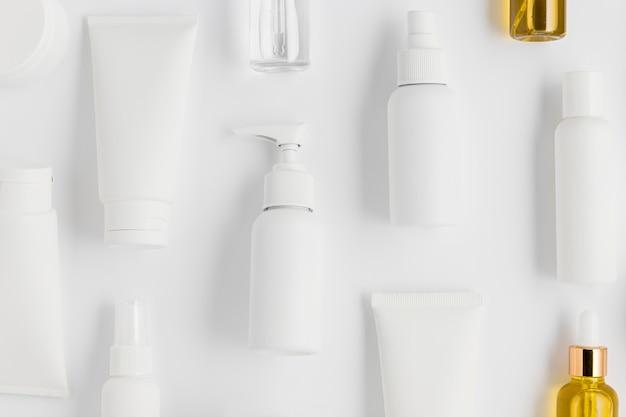 Widok z góry na układ kosmetyków naturalnych