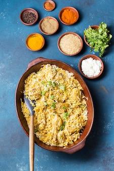 Widok z góry na układ posiłków w pakistanie