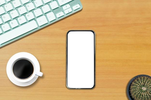 Widok z góry nad notebookiem telefonu na białej drewnianej podłodze w stylu biurowym.
