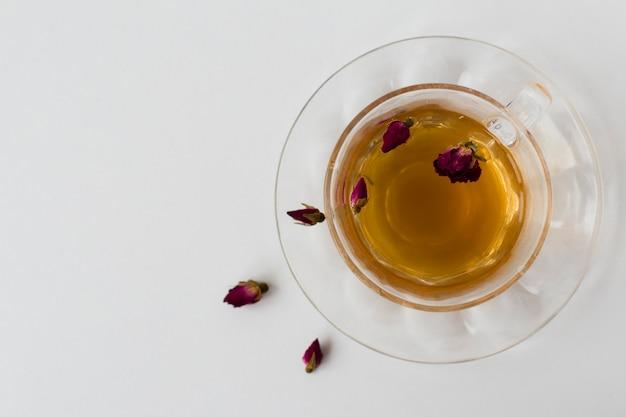 Widok z góry napar z pączków róży herbaty