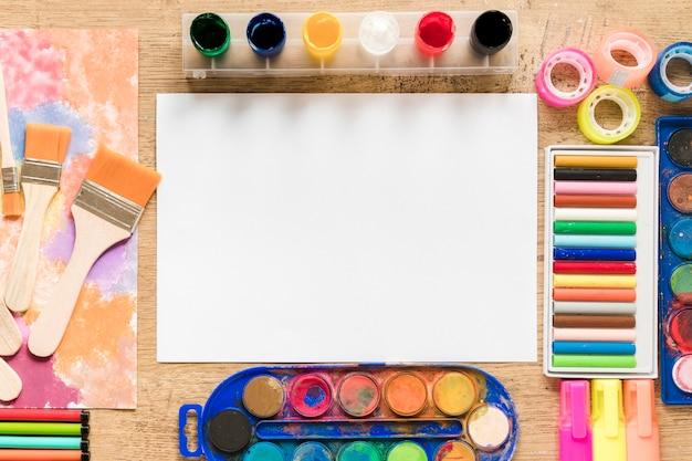 Widok z góry narzędzi artysty