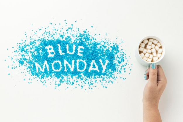 Widok z góry niebieska poniedziałkowa kompozycja z kubkiem