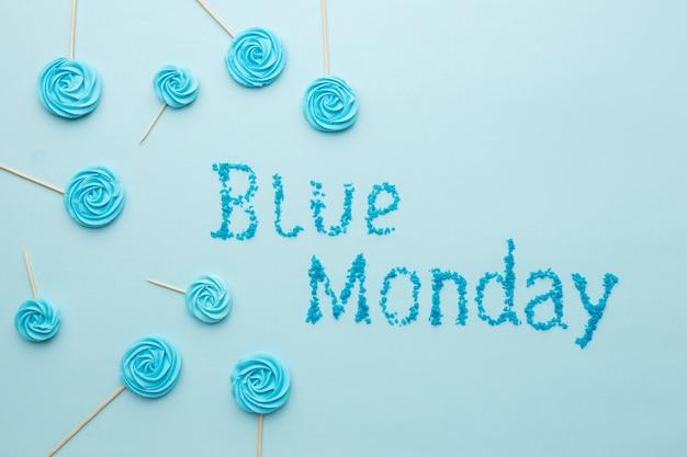Widok z góry niebieski poniedziałek napis skład