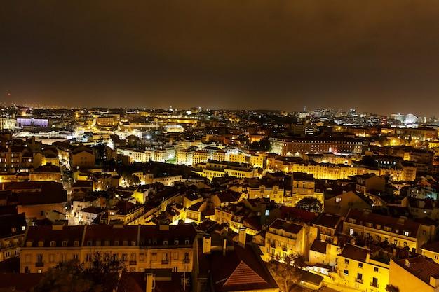 Widok z góry nocy lisboa portugal die nacht von lissabon