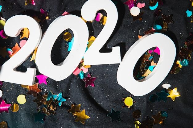 Widok z góry nowe numery roku w kolorze białym