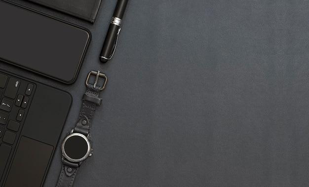 Widok z góry nowoczesny obszar roboczy z czarną klawiaturą komputerową, długopisem, smartwatchem i smartfonem na blacie z czarnej skóry, miejsce na kopię.
