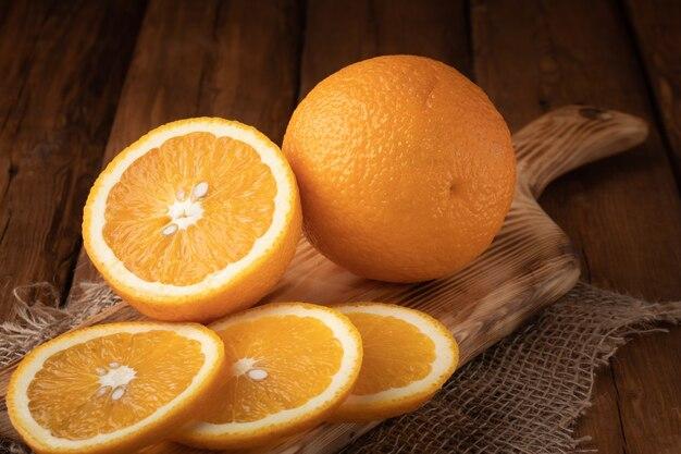 Widok z góry organiczna pomarańcza na stole