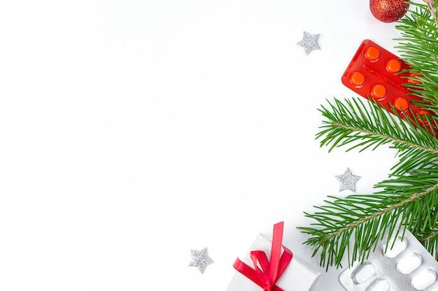 Widok z góry ozdoby świąteczne i leki