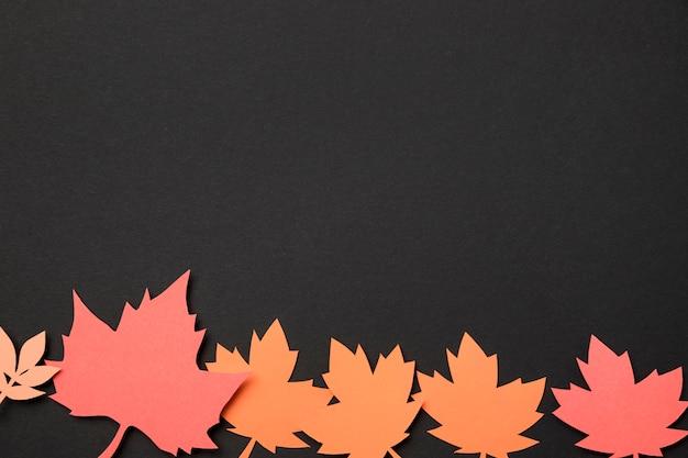 Widok z góry papier jesiennych liści asortyment z miejsca kopiowania