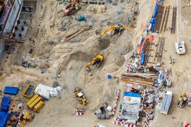 Widok z góry placów budowy.