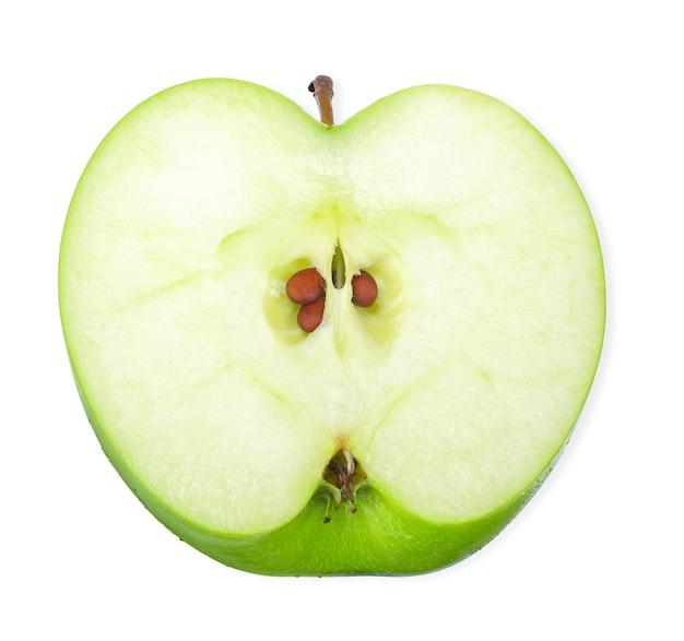 Widok z góry pół zielonego jabłka na białym tle