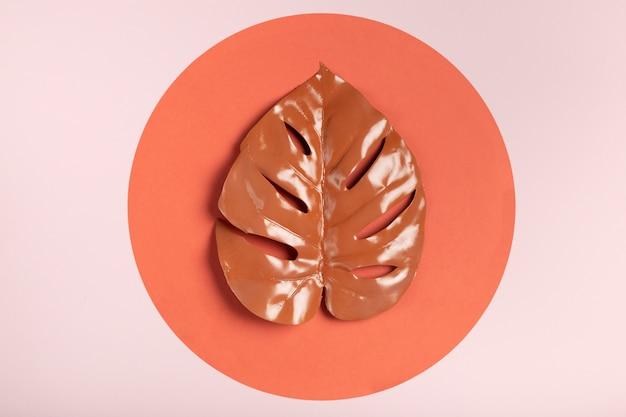 Widok z góry pomarańczowy papier koło z liściem pomarańczy