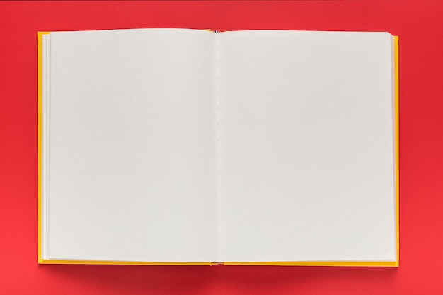 Widok z góry pustego menu książki