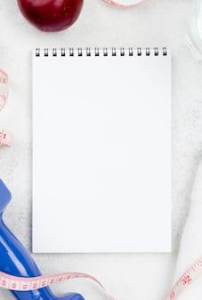 Widok z góry pustej strony notesu
