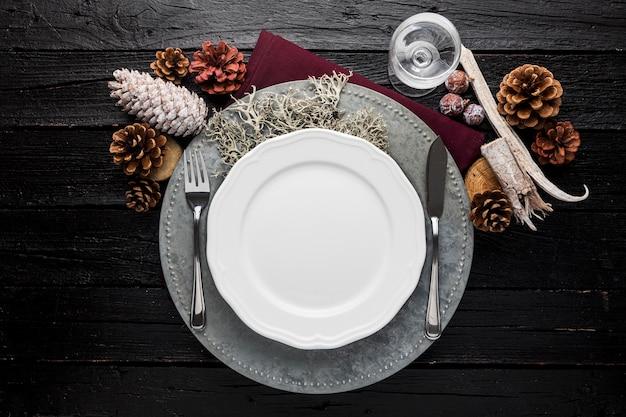 Widok z góry pusty talerz bożonarodzeniowy