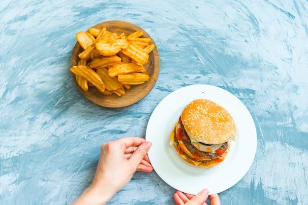 Widok Z Góry Pyszne Hamburgery Premium Zdjęcia