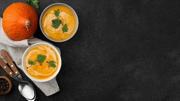 Widok z góry pyszne jesienne układanie zupy z miejsca na kopię