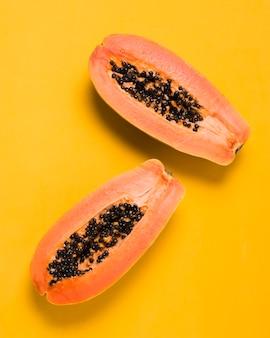Widok z góry pyszne papaje gotowe do podania