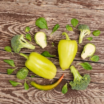 Widok z góry pyszne warzywa na stole
