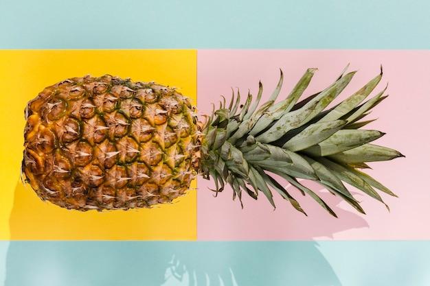 Widok z góry pysznego ananasa