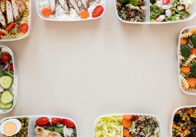 Widok z góry ramki żywności w pojemnikach