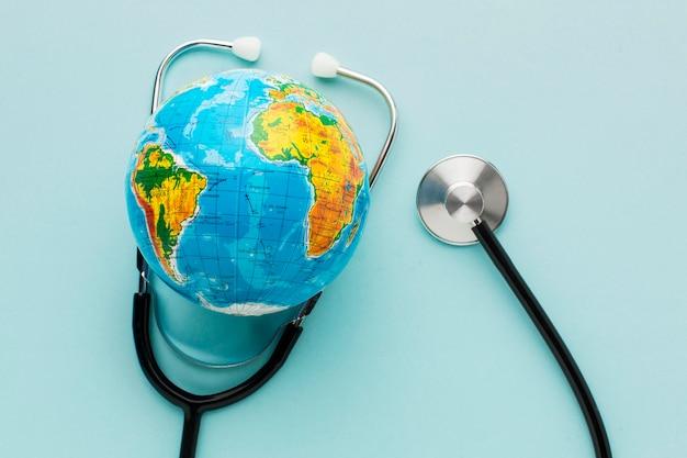 Widok z góry rękawiczki ze stetoskopem