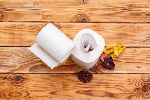 Widok z góry rolki papieru toaletowego