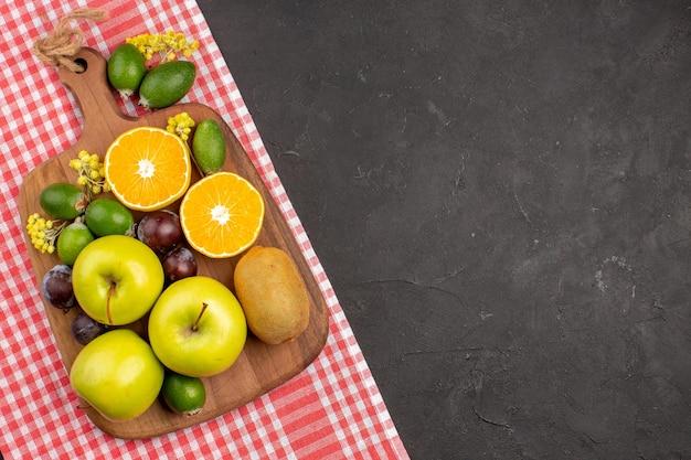 Widok z góry różne kompozycje owoców dojrzałe i łagodne owoce na ciemnym tle dojrzałe owoce łagodne