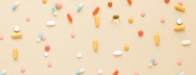 Widok z góry różnych kolorowych środków przeciwbólowych