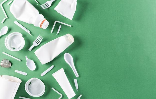 Widok z góry różnych materiałów śmieci