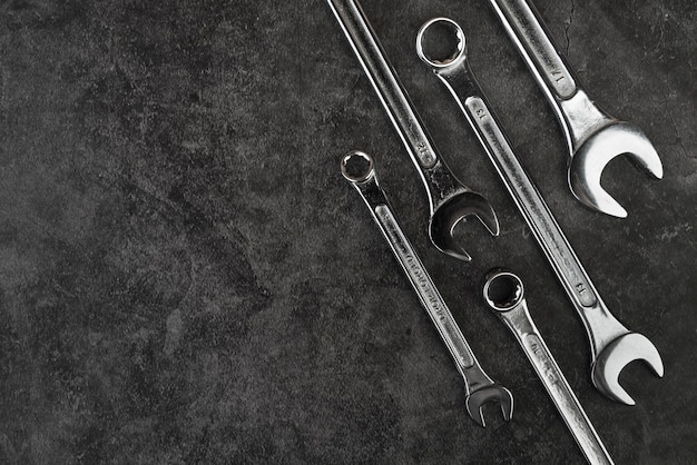 Widok z góry różnych rodzajów kluczy