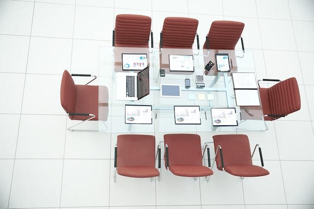 Widok z góry. sala konferencyjna przed spotkaniem.