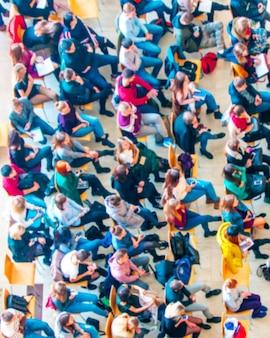 Widok z góry sali konferencyjnej blured tło, spotkanie biznesowe konferencji, koncepcja uczenia się zespołu.