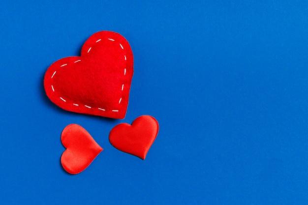 Widok z góry serc czerwony włókienniczych