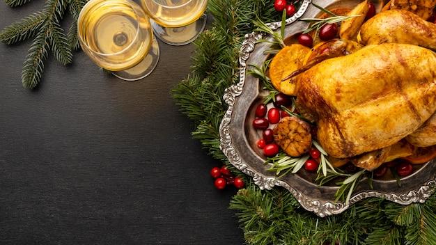 Widok z góry skład świąteczny posiłek z miejsca na kopię