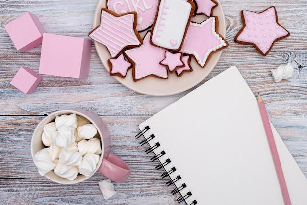 Widok z góry słodkie małe pyszne ciasteczka