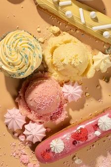 Widok z góry smaczna aranżacja deserowa