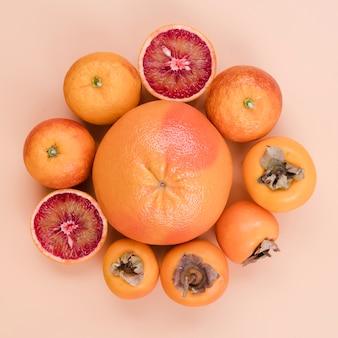 Widok z góry smaczne persimmons na stole